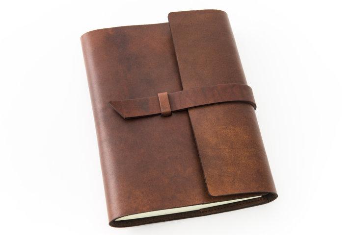 Diario e prodotto in pelle marrone